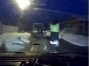 Инспектор ДПС, бегом догнавший нарушителя на машине, стал звездой YouTube