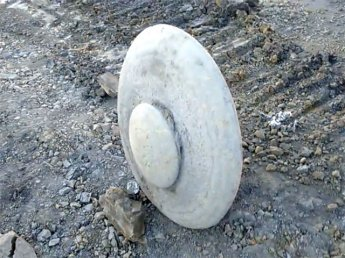 В Кемеровской области нашли древний артефакт в форме летающей тарелки