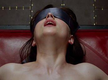 """В Берлине зрители посмеялись над эротическими сценами фильма """"50 оттенков серого"""""""