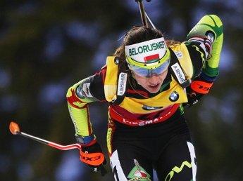 Дарья Домрачева выиграла гонку преследования на этапе КМ по биатлону
