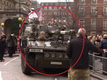 Фанаты ведущего Top Gear Джереми Кларксона приехали на танке к редакции BBC