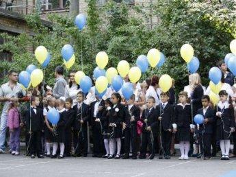 В украинской школе дети массово потеряли сознание во время линейки