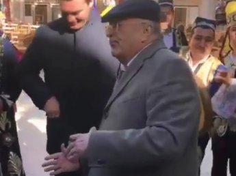 Жириновский затмил Мэй своим танцем в Узбекистане