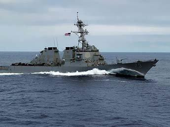 В Сети появилось видео опасного сближения военных кораблей США и Китая
