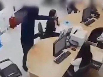 Ограбил, чтобы погасить долги по кредитам:  нападение на банк в Тюмени попало на видео