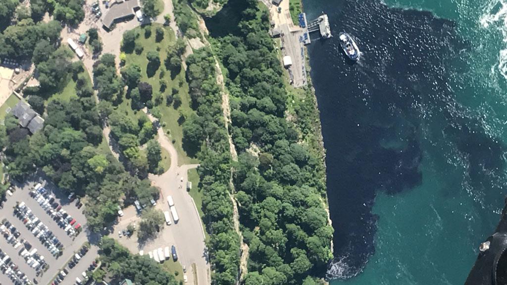 Вода вНиагарском водопаде стала черной