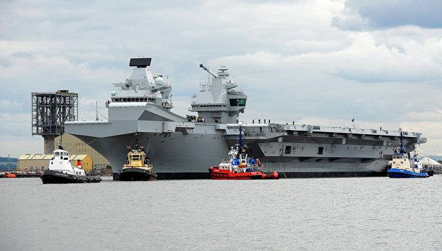 Крупнейший британский авианосец дал течь через две недели после начала службы