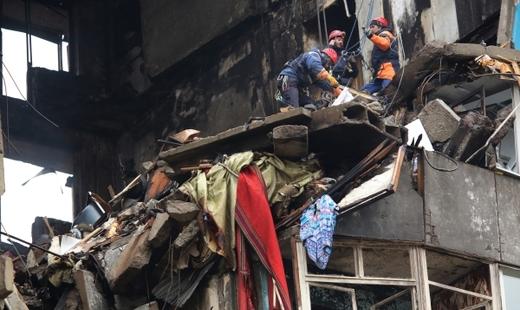 В Волгограде на месте обрушенного дома нашли останки 4 погибшего