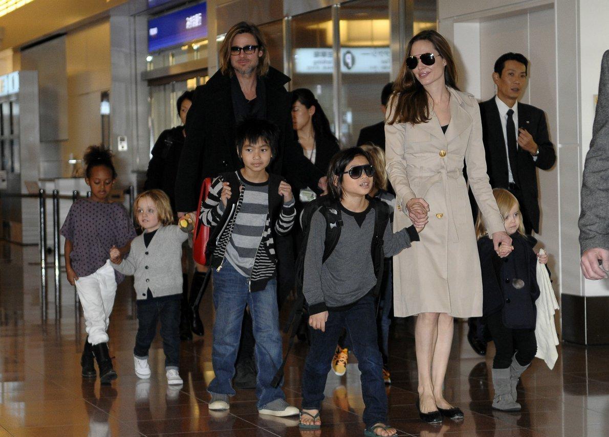 Джоли иПитт договорились обопеке над шестью детьми