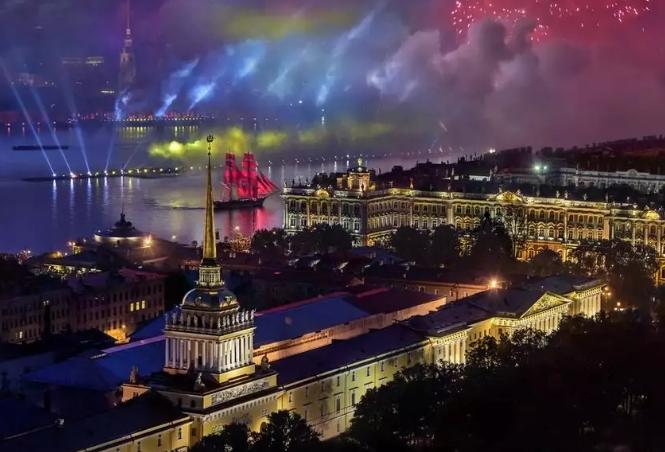 Сказка вновь ожила: вПетербурге прошел праздник выпускников «Алые паруса»