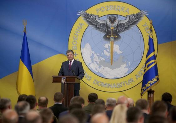 Порошенко заметили нафоне пронзающей Российскую Федерацию клинком украинской совы-разведчицы