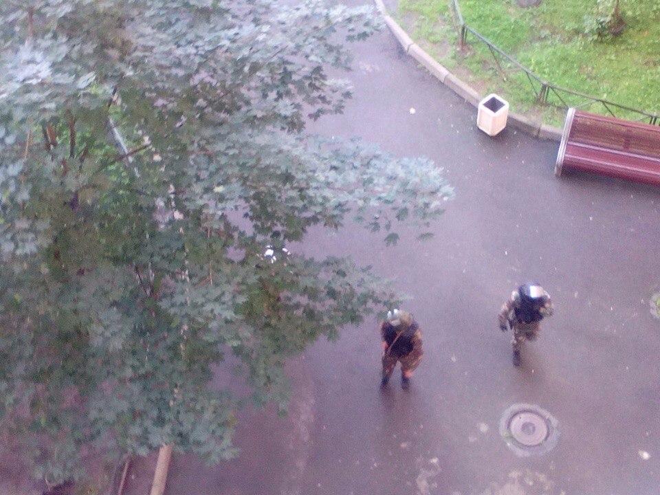 Спецназ удерживает террористов вжилом доме наЛенинском проспекте— Взрывы вПетербурге