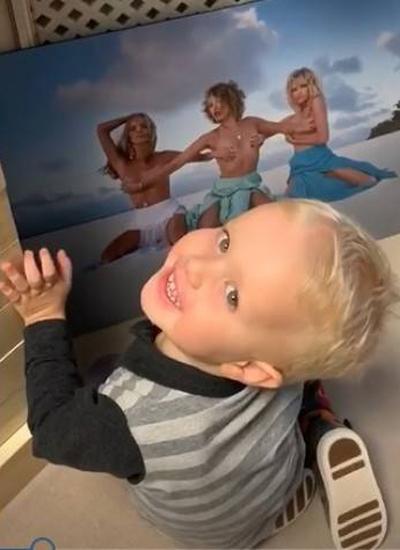 Собчак заставила 3-летнего сына смотреть на голое фото себя и подруг