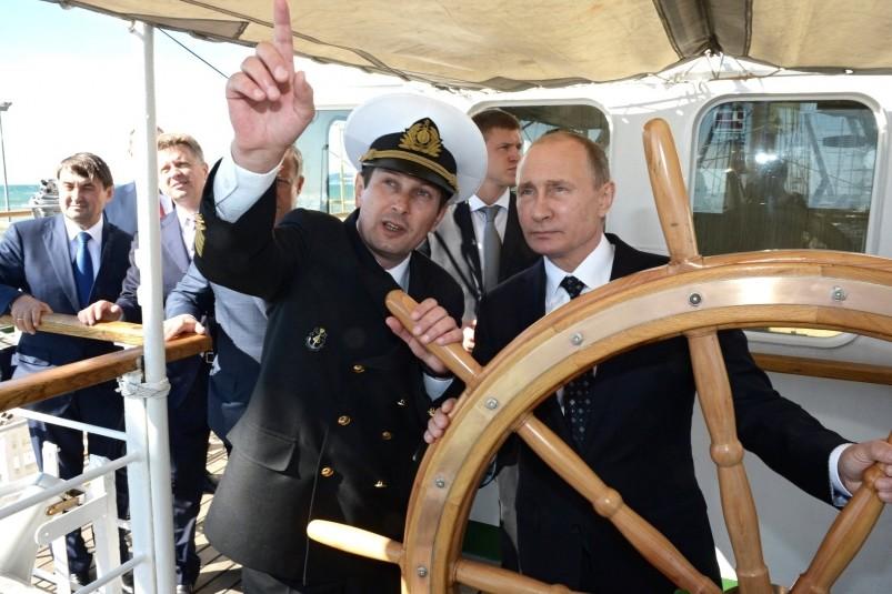 ВКрыму приняли решение поставить В. Путина заштурвал