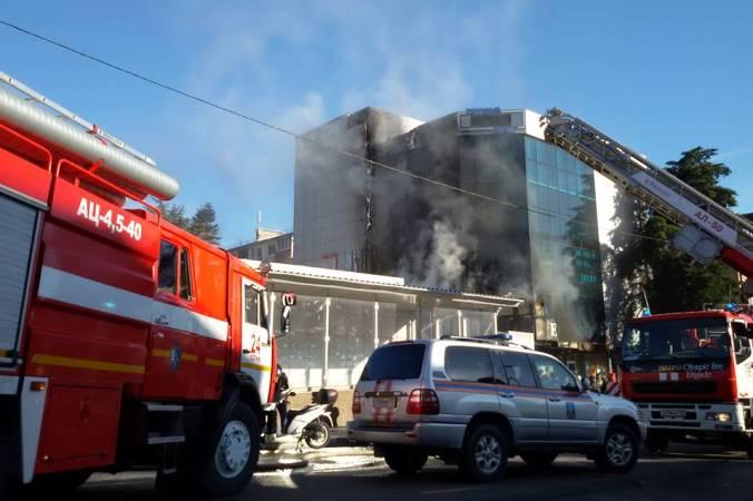 В Сочи загорелся торговый центр