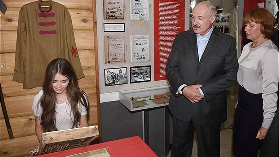Лукашенко предложил 'мисс Беларусь' поработать в колхозе
