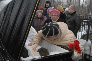 Похоронили Ирину Пороховщикову на Ваганьковском кладбище, рядом с могилой родителей.