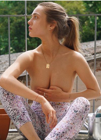 Затравленная всети за голые фото экс-сотрудница МВДсбежала изРоссии