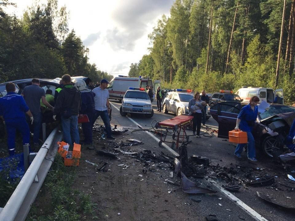 Зампредседателя ЗакСа Петербурга умер вДТП наВыборгском шоссе