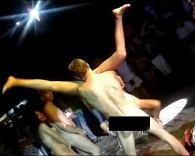 фото стриптезерш голых на танцполе