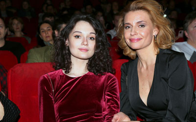 «Кожа, как у старушки»: 42-летняя актриса Толкалина шокировала Сеть дряблым декольте (ФОТО)