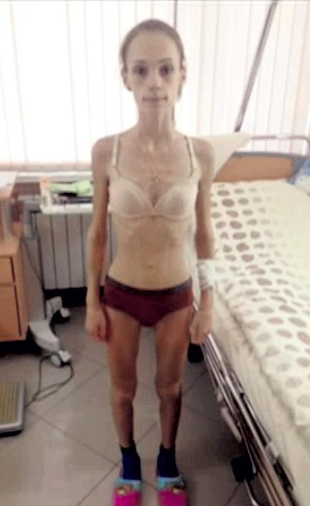 Голая Натали Видно её сиськи киску и попку! Обнаженная