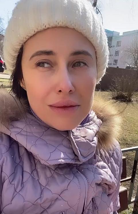 Юрьева из Уральских пельменей возбудила Сеть фото с карантина в наряде медсестры