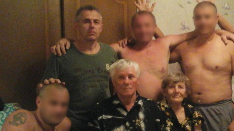 Убийство семьи Гошта: бандиты вырезали во сне семью ...: http://www.topnews.ru/news_id_88438.html