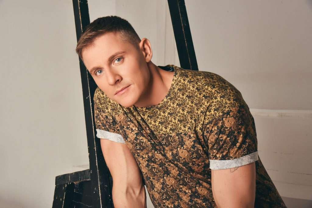 СМИ: Лазарев взял на Евровидение своего бойфренда вместо сына (ФОТО)
