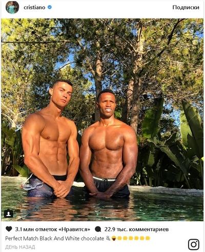 два гея почти мальчика возле бассейна