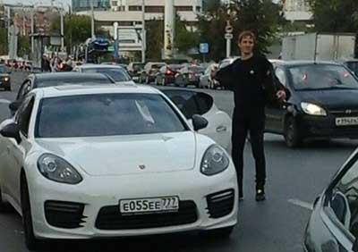 Футболист Павлюченко разъяснил фотошопом сообщения опотасовке после ДТП