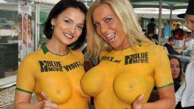 Порно актриса играет в футбол фото 118-163