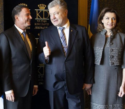 Стыдно за украинцев: подчинённые разнесли Порошенко за помятый внешний вид (ФОТО)