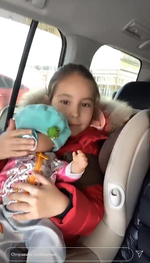 Полуголая Юрьева из Уральских пельменей с приспущенными трусами наплевала на карантин (ФОТО)