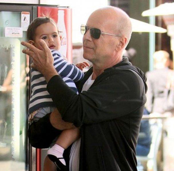 60-летний именитый актер брюс уиллис год назад 5-го мая стал отцом в пятый раз