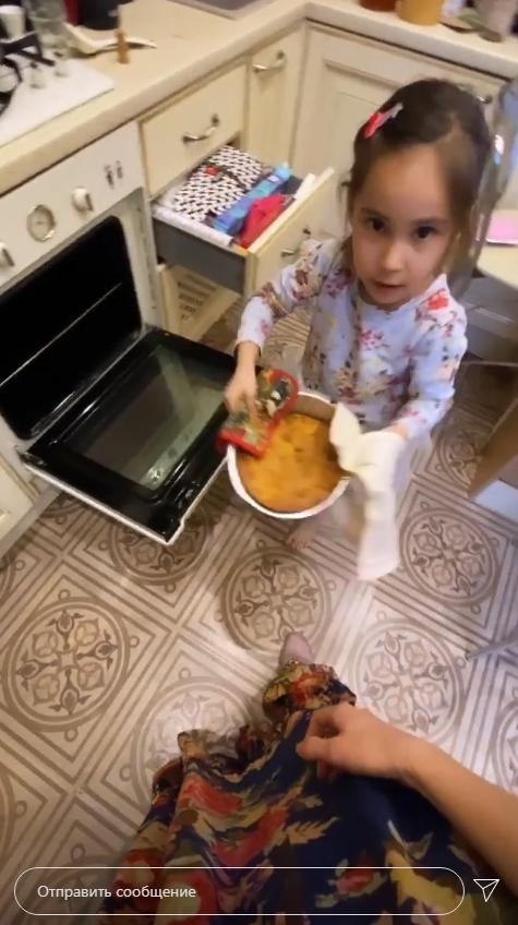 Я лысею... Схожу с ума!: Юрьева из Уральских пельменей показала развратное фото с пылесосом