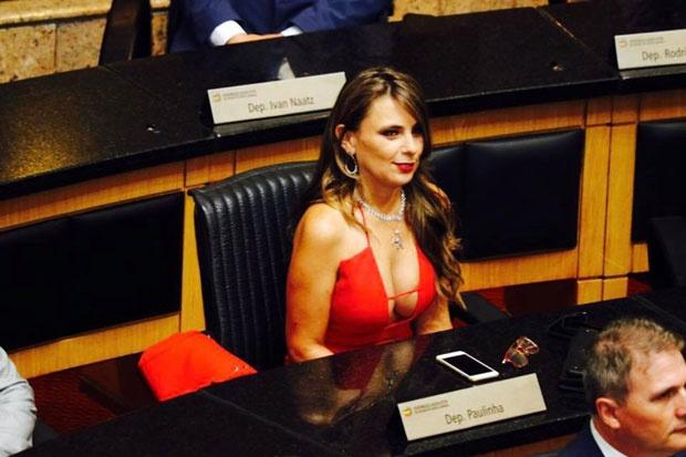 Сексапильный наряд сенатора произвел фурор в Сети