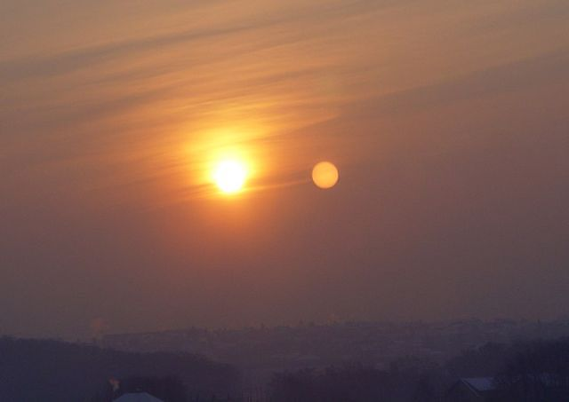 Нибиру повсюду: за два дня до конца света в Сети массово выкладывают фото планеты-убийцы