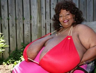 Самая большая чернокожая грудь фото 394-9