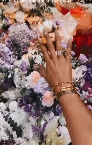 Полуголая Бузова устроила пошлые танцы перед камерой для своего жениха после дорогого подарка