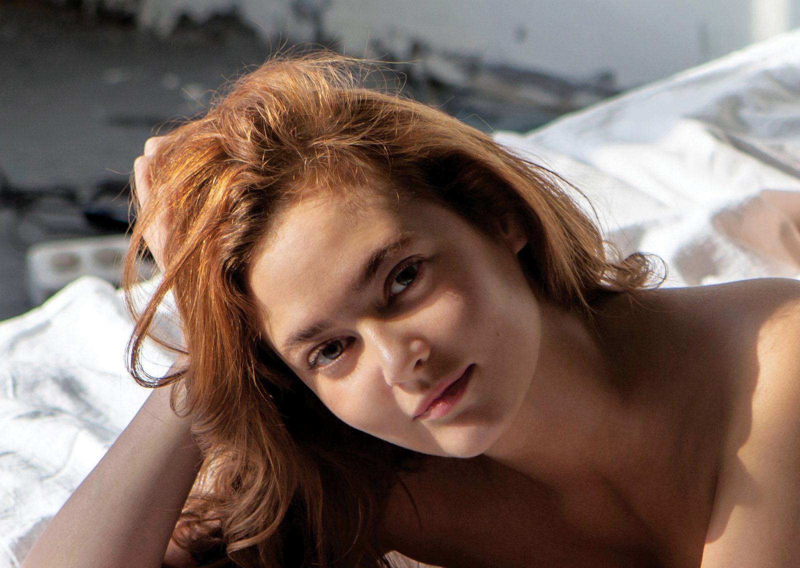 Уволенная за фото в Playboy тюменская чиновница осталась без квартиры