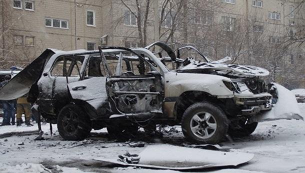 Автомобиль взорвался вцентре Луганска