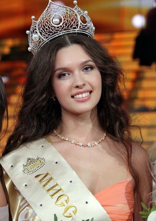 Шоу-бизнес - Лиза Голованова - самая красивая девушка России - 9 Yoki.Ru.