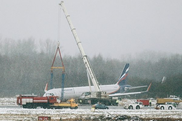 Дирекция аэропорта Храброво: работы поэвакуации самолета неудастся закончить всреду