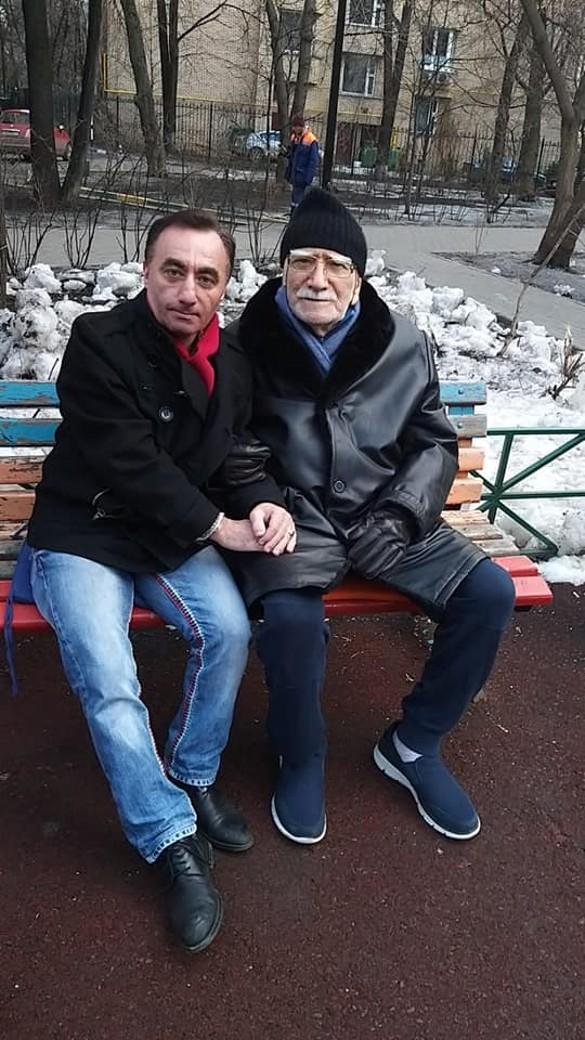 Согласно паспортным данным: в Сеть выложили новые фото Армена Джигарханяна