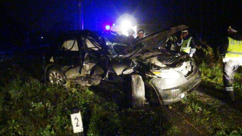 ВСвердловской области автомобиль Infiniti столкнулся споездом, один человек погиб