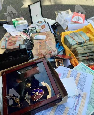 Полковник захарченко сохранял деньги украденные уНота Банка