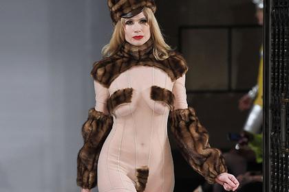 Голый модный показ в Лондоне вызвал фурор: модели демонстрировали интимные части тела на подиуме (ФОТО)