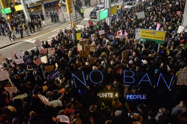 Суд Нью-Йорка частично отменил иммиграционный указ Трампа