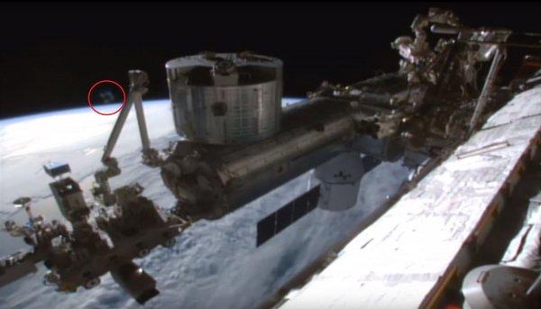 Гигантского посланника зловещей Нибиру засняли рядом с МКС и в небе над Лондоном (ФОТО, ВИДЕО)
